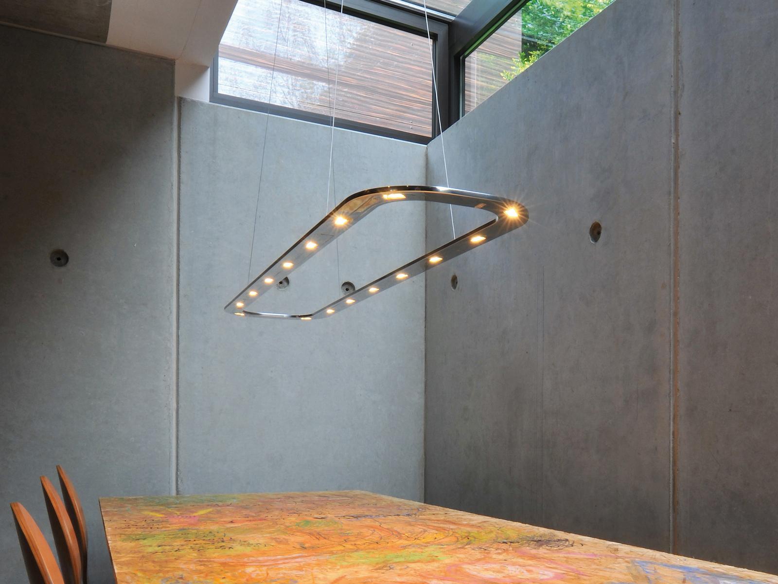 Moderne Lampen 96 : Byok futuristisch anmutende pendelleuchte piani lungo